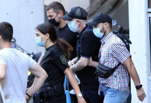 Πέτρος Φιλιππίδης: Δείτε τον με χειροπέδες – Οδηγείται στις φυλακές Τρίπολης
