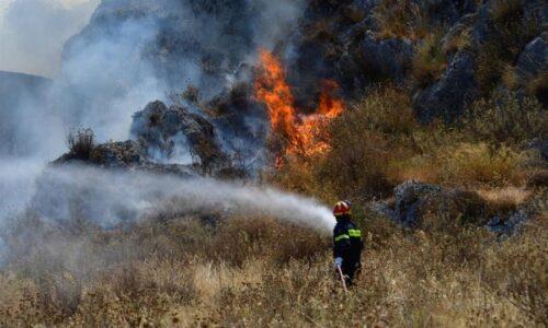 Μεγάλη φωτιά σε δασική έκταση στον Ερύμανθο Αχαΐας – Εκκενώθηκε οικισμός